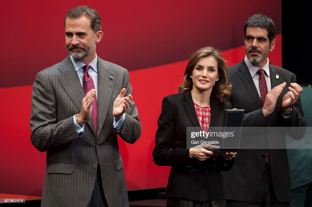 Spanish Royals Deliver Golden Medals To Merit In Fine Arts 2015 : News Photo