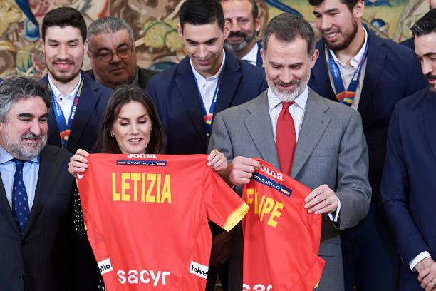 ESP: Spanish Royals  Receive National Handball Men's Team