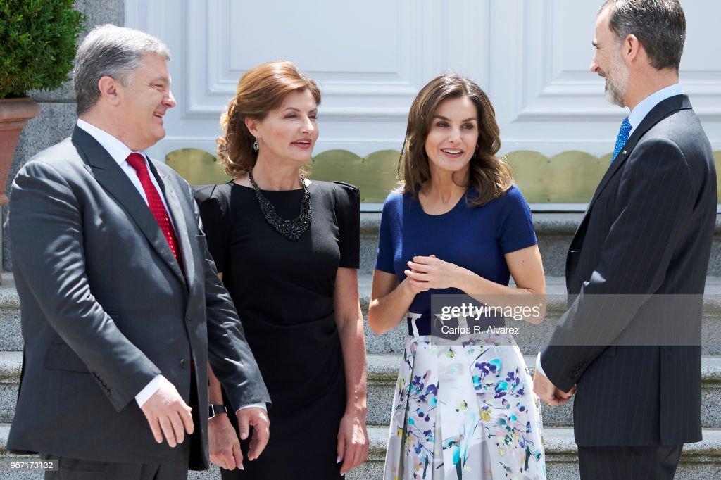 King Felipe VI of Spain (R) and Queen Letizia of Spain (2R) receive Ukrainian President Petro Poroshenko (L) and wife Maryna Poroshenko (2L) at the Zarzuela Palace on June 04, 2018 in Madrid, Spain.