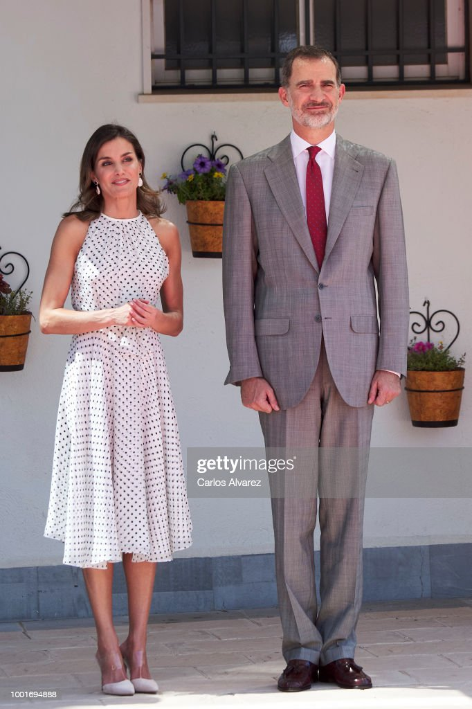 Queen Letizia of Spain Recycles Mother-in-Laws Dress 41 Years Later | PEOPLE.com
