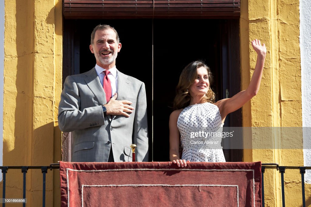 King Felipe VI of Spain and Queen Letizia of Spain receive Peruvian News Photo - Getty Images