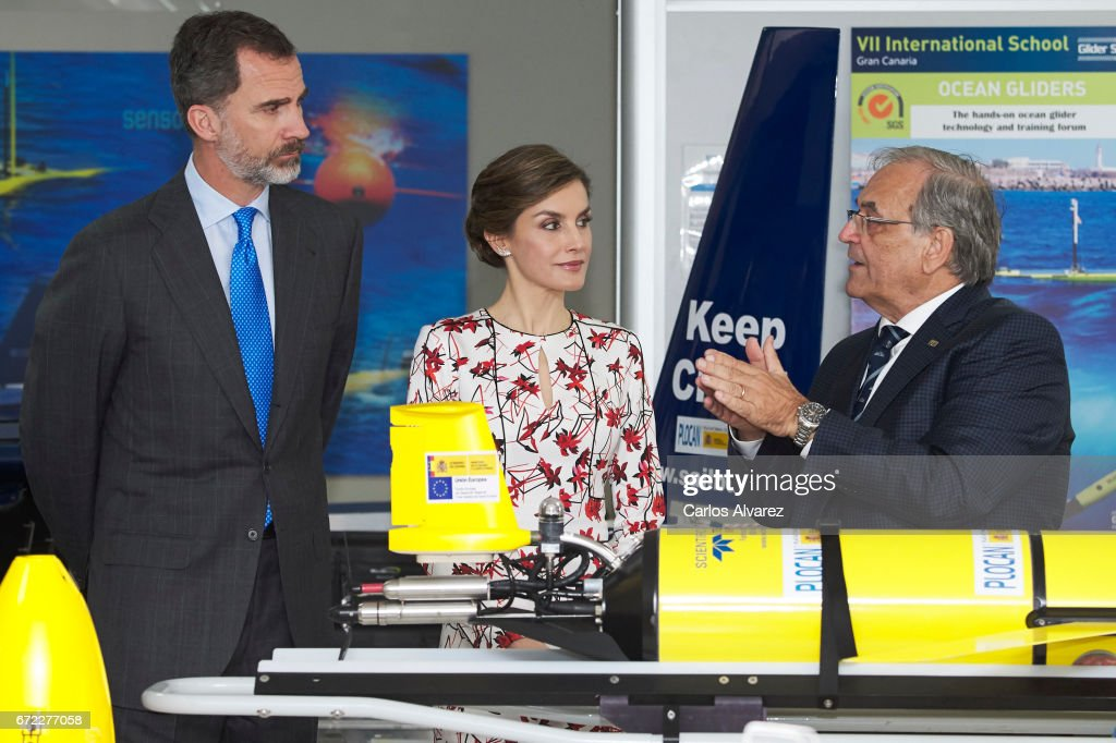King Felipe VI of Spain (L) and Queen Letizia of Spain (C) visit the headquarters of the Oceanic Platform of the Canary Islands 'PLOCAN' on April 24, 2017 in Las Palmas de Gran Canaria, Spain.