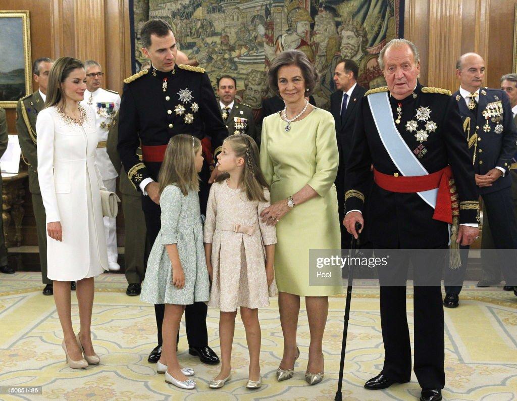 The Coronation Of King Felipe VI And Queen Letizia Of Spain : Nieuwsfoto's