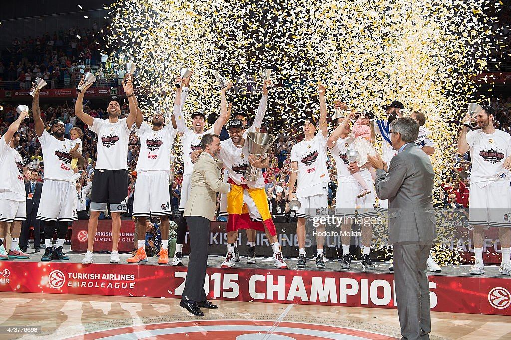 Turkish Airlines Euroleague Final Four Madrid 2015 - Champion Trophy Ceremony : ニュース写真