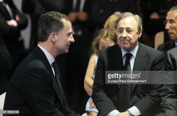 King Felipe VI of Spain , Florentino Perez and relatives attend the funeral chapel for Real Madrid legend and honorary president Alfredo Di Stefano,...