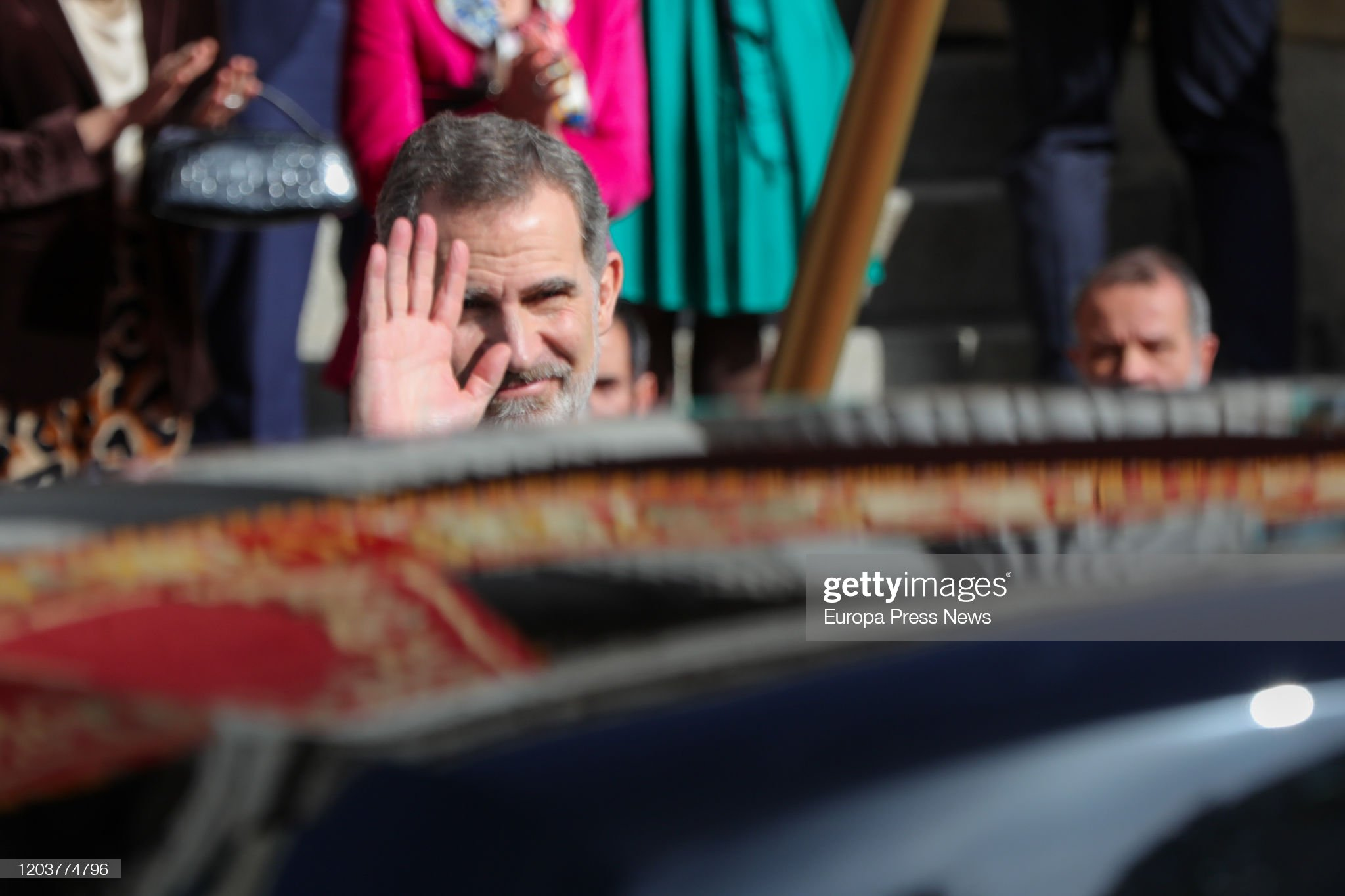 https://media.gettyimages.com/photos/king-felipe-vi-of-spain-left-the-solemn-opening-of-the-14th-at-the-picture-id1203774796?s=2048x2048