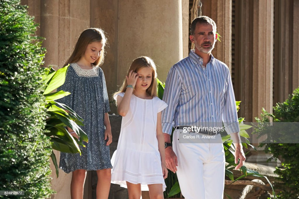 King Felipe VI of Spain (R), Princess Leonor of Spain (C) and Princess Sofia of Spain (L) pose for the photographers during the summer photocall at the Marivent Palace on July 31, 2017 in Palma de Mallorca, Spain.