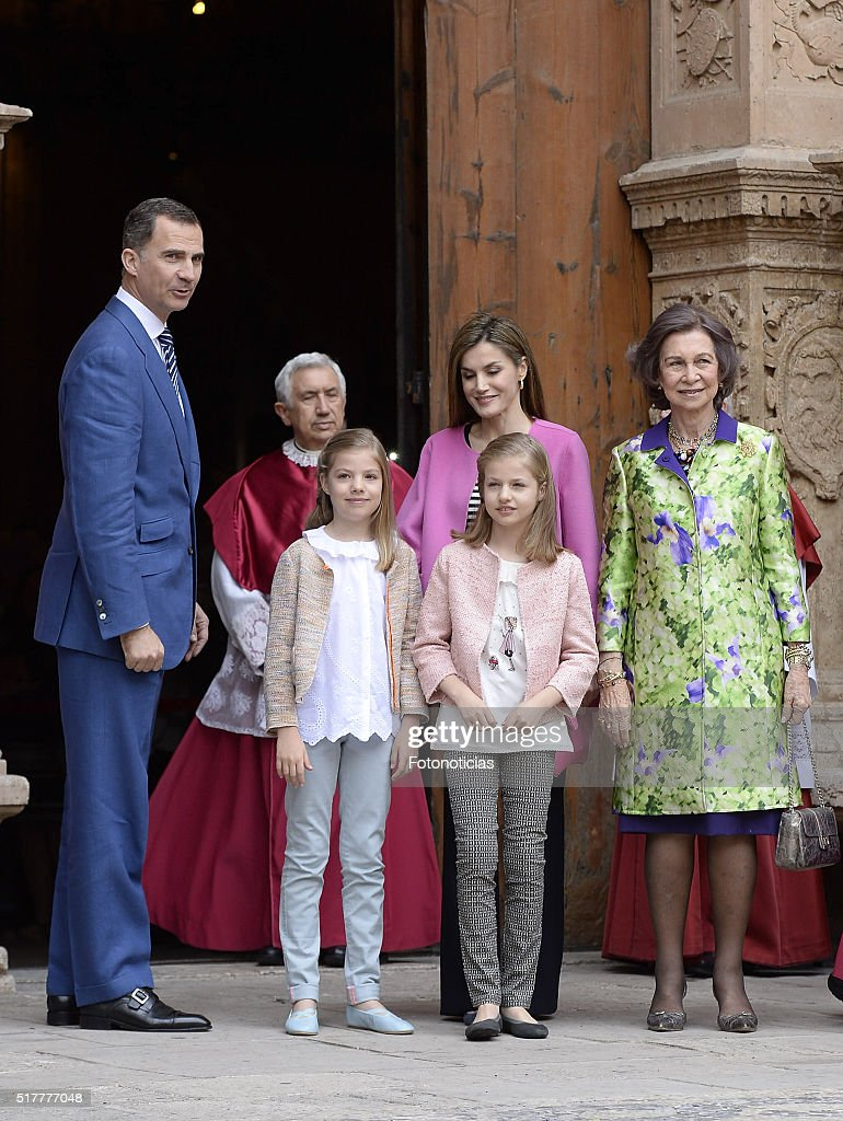 King Felipe VI of Spain, Princess Leonor of Spain, Queen Letizia of Spain, Princess Sofia of Spain and Queen Sofia attend the Easter Mass at the Cathedral of Palma de Mallorca on March 27, 2016 in Palma de Mallorca, Spain.