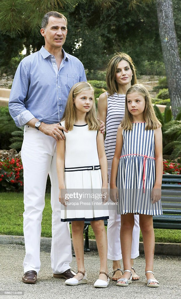 King Felipe VI of Spain, Princess Leonor of Spain, Queen Letizia of Spain, and Princess Sofia of Spain pose for the photographers at the Marivent Palace on August 4, 2016 in Palma de Mallorca, Spain.
