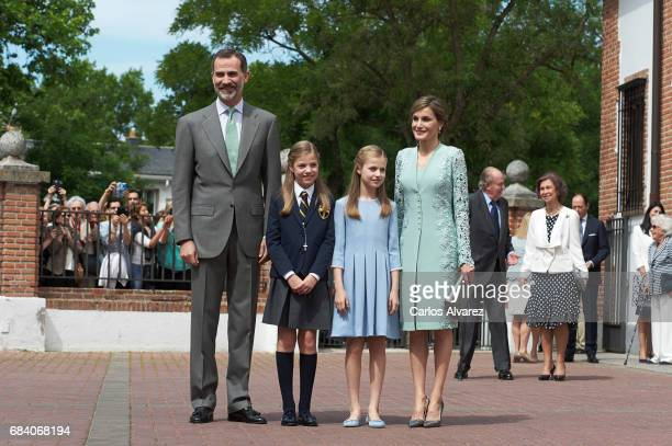 King Felipe VI of Spain Princess Sofia of Spain Princess Leonor of Spain and Queen Letizia of Spain pose for the photographers after the First...