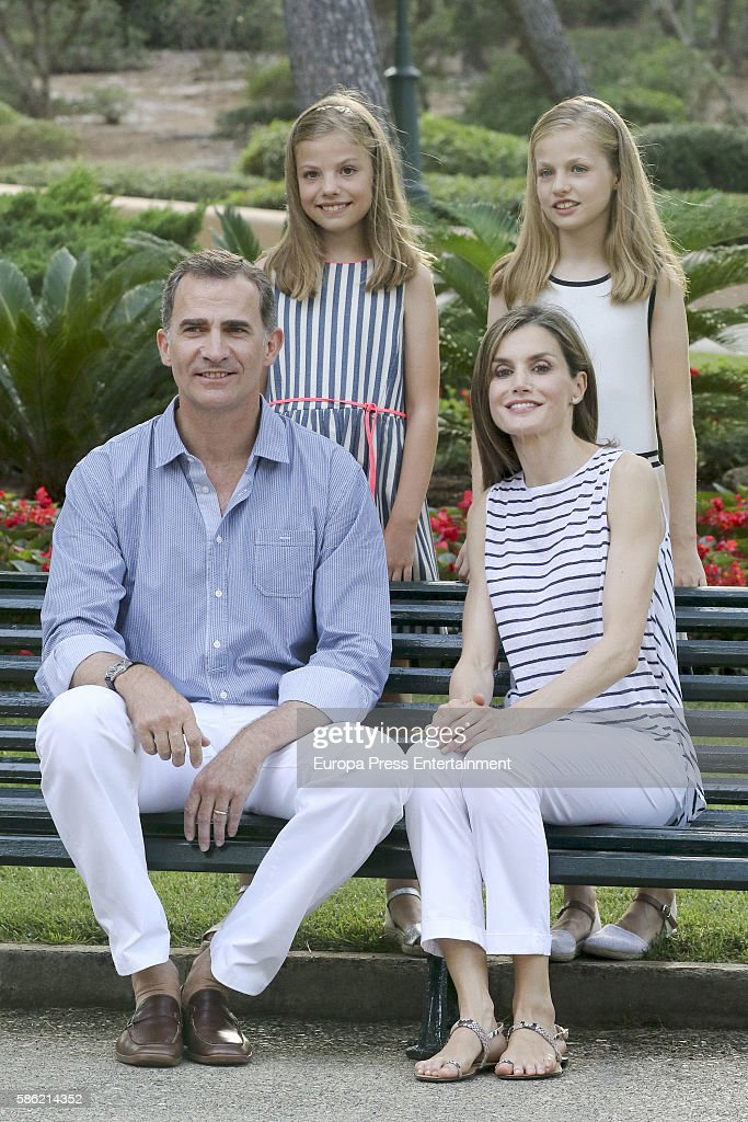 King Felipe VI of Spain, Princess Sofia of Spain, Queen Letizia of Spain and Princess Leonor of Spain pose for the photographers at the Marivent Palace on August 4, 2016 in Palma de Mallorca, Spain.