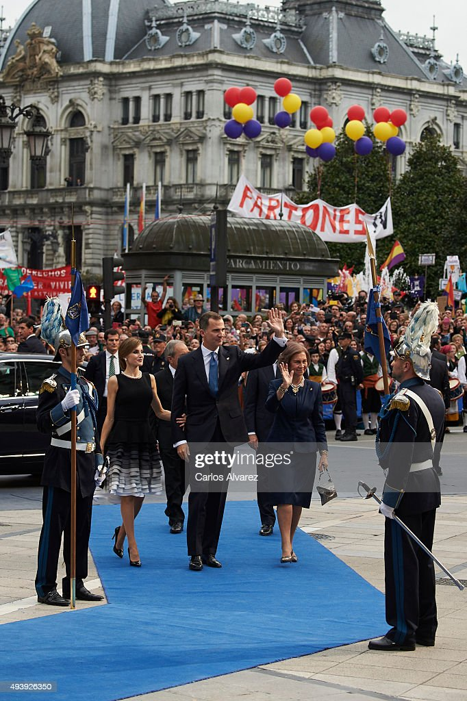King Felipe VI of Spain (C), Queen Letizia of Spain (L) and Queen Sofia (R) arrive tothe Campoamor Theater for the Princess of Asturias Award 2015 ceremony on October 23, 2015 in Oviedo, Spain.