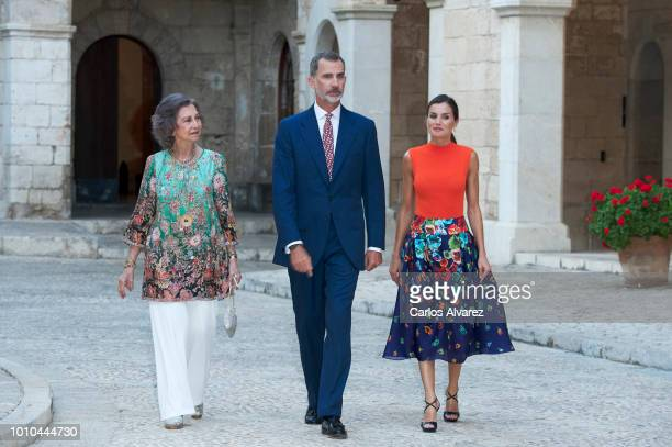 King Felipe VI of Spain Queen Letizia of Spain and Queen Sofia host a dinner for authorities at the Almudaina Palace on August 3 2018 in Palma de...