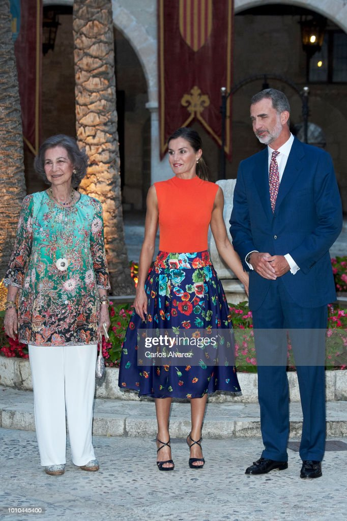 King Felipe VI of Spain (R), Queen Letizia of Spain (C) and Queen Sofia (L) host a dinner for authorities at the Almudaina Palace on August 3, 2018 in Palma de Mallorca, Spain.