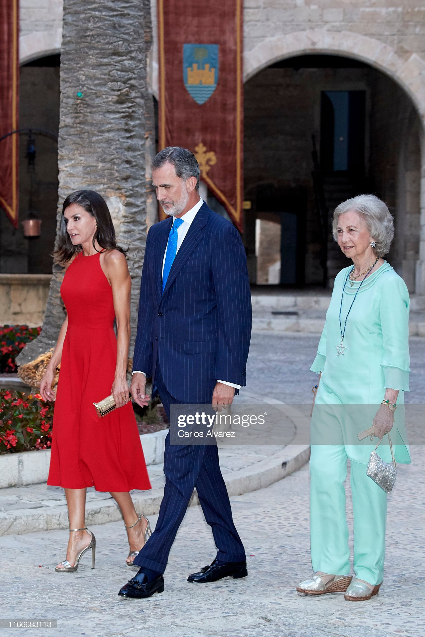 https://media.gettyimages.com/photos/king-felipe-vi-of-spain-queen-letizia-of-spain-and-queen-sofia-host-a-picture-id1166683113?s=2048x2048