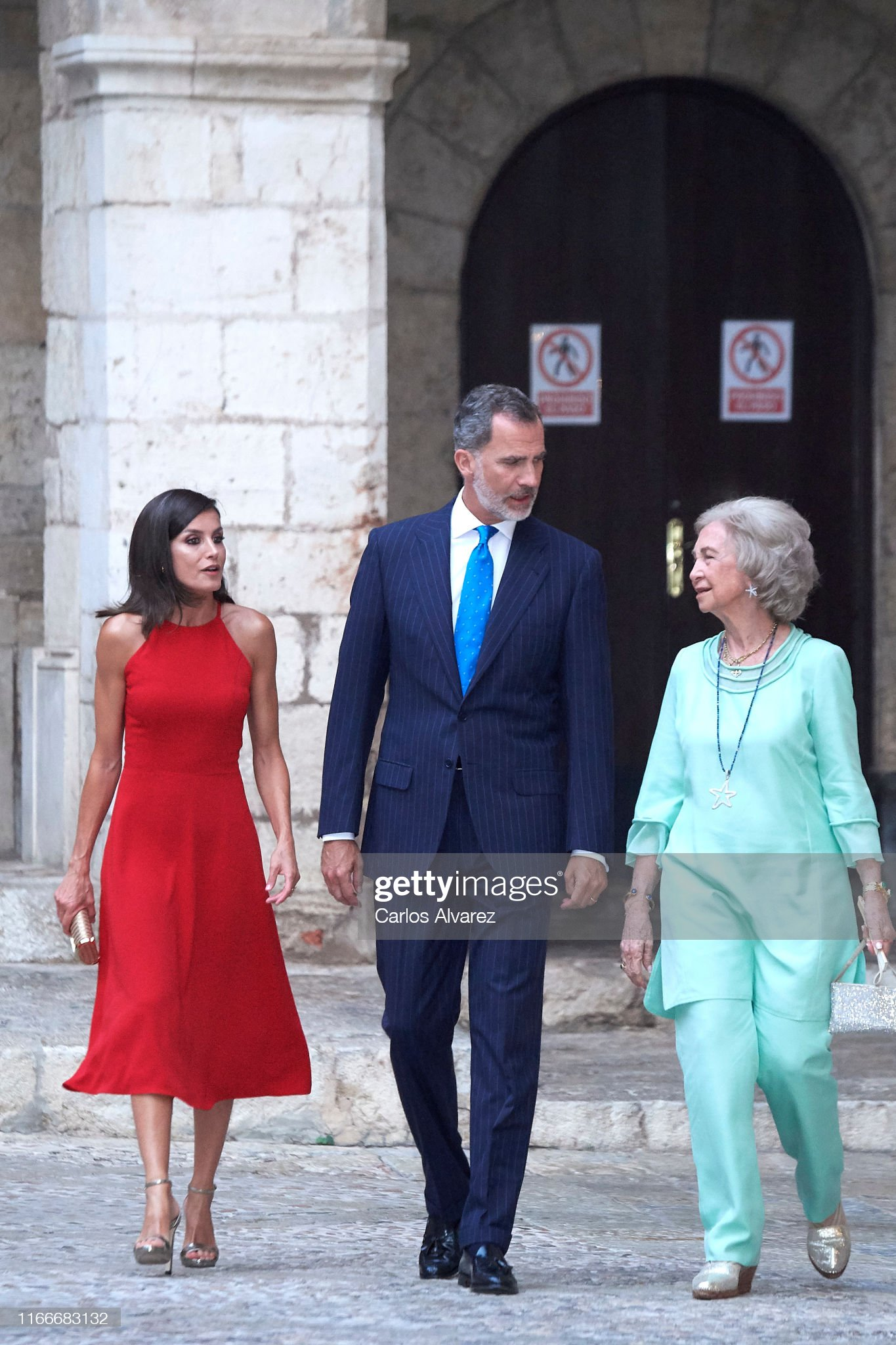 https://media.gettyimages.com/photos/king-felipe-vi-of-spain-queen-letizia-of-spain-and-queen-sofia-host-a-picture-id1166683132?s=2048x2048