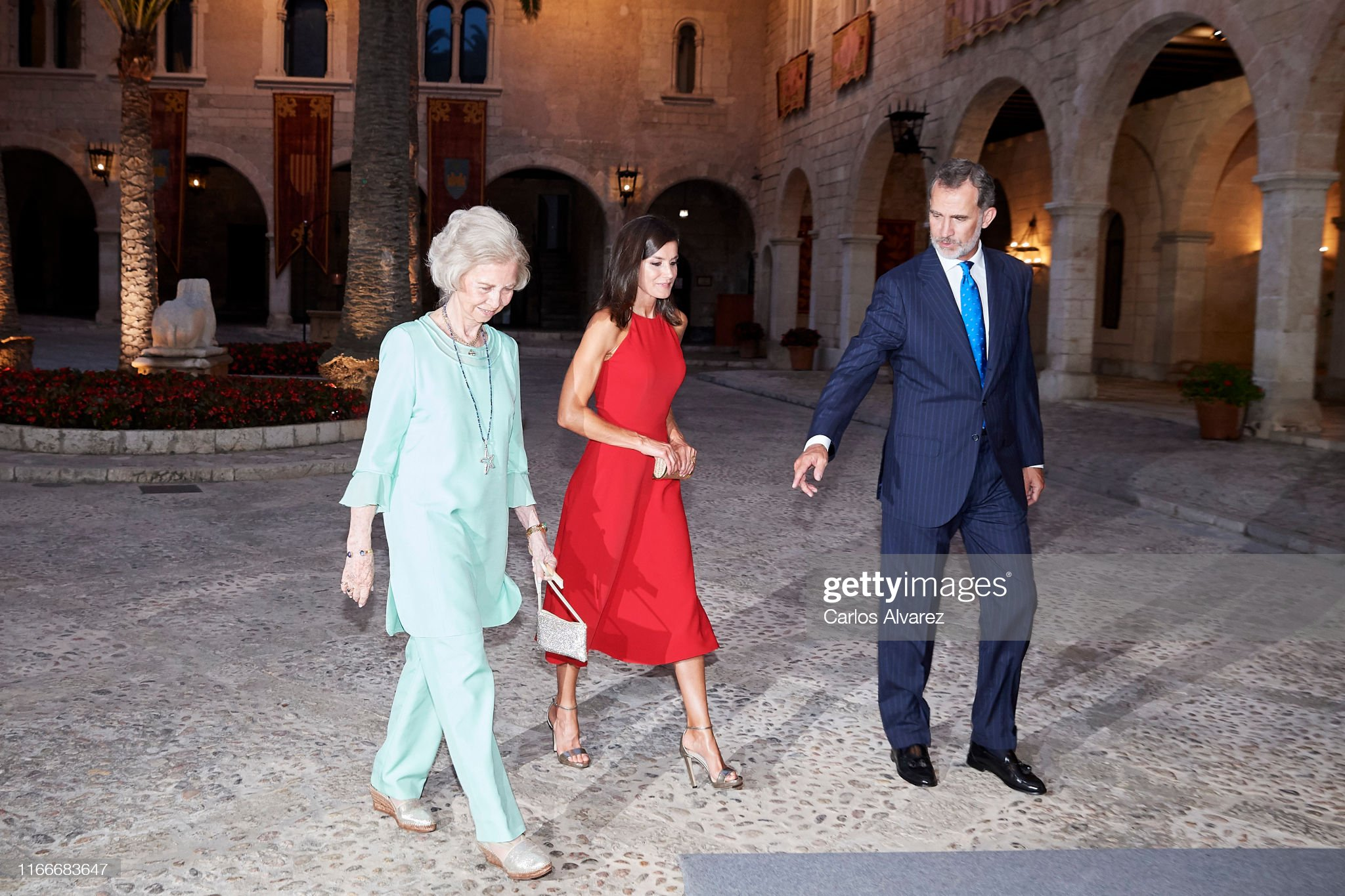 https://media.gettyimages.com/photos/king-felipe-vi-of-spain-queen-letizia-of-spain-and-queen-sofia-host-a-picture-id1166683647?s=2048x2048