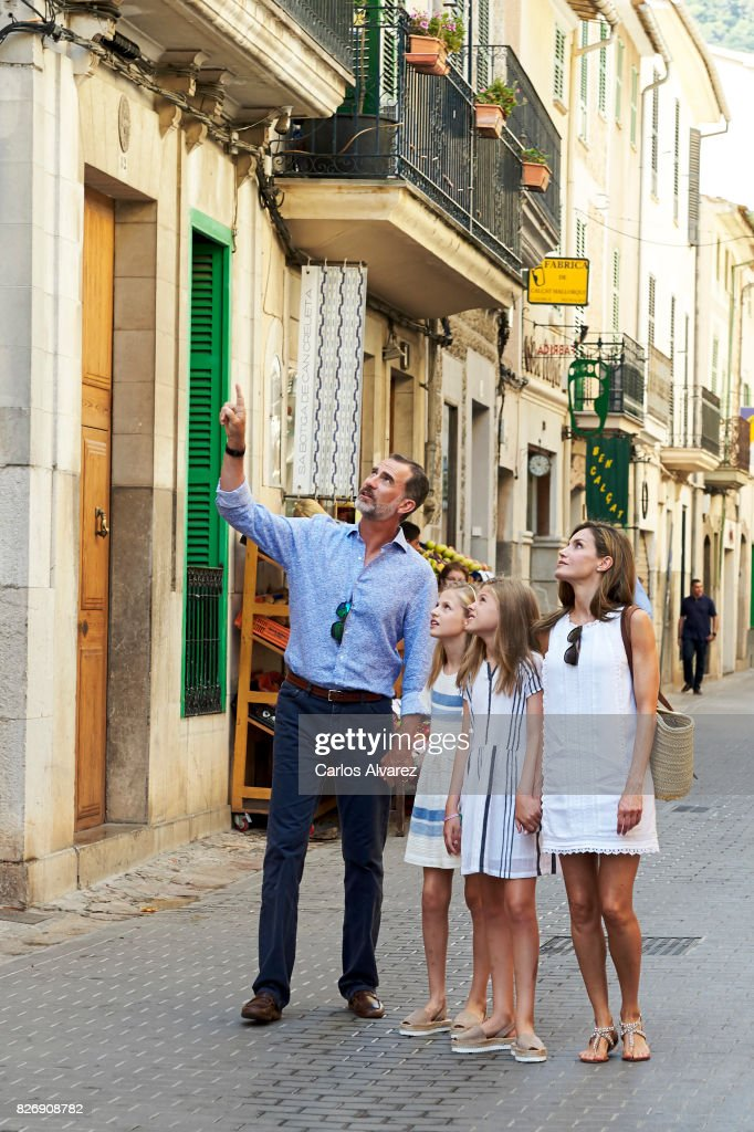 King Felipe VI of Spain, Queen Letizia of Spain and their daughters Princess Leonor (L) and Princess Sofia (R) visit the Can Prunera Museum on August 6, 2017 in Palma de Mallorca, Spain.
