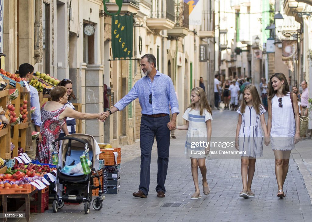 Spanish Royals Visit Can Prunera Museum In Soller - Palma de Mallorca : Fotografía de noticias
