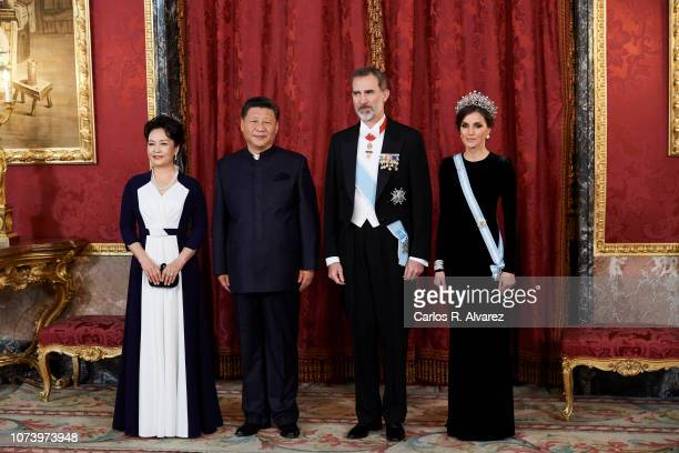 King Felipe VI of Spain , Queen Letizia of Spain , Chinese president Xi Jinping and wife Peng Liyuan pose for the photographers at the Gala Dinner...