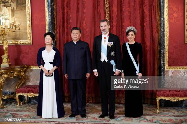 King Felipe VI of Spain Queen Letizia of Spain Chinese president Xi Jinping and wife Peng Liyuan pose for the photographers at the Gala Dinner...