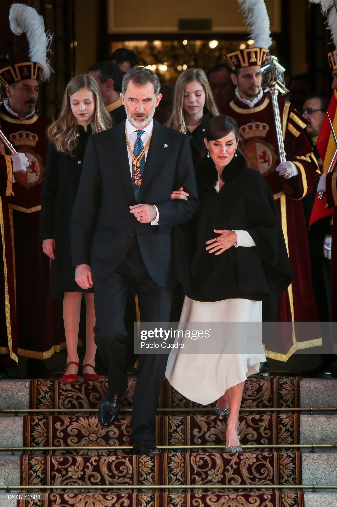 https://media.gettyimages.com/photos/king-felipe-vi-of-spain-queen-letizia-of-spain-princess-leonor-of-picture-id1203771881?s=2048x2048
