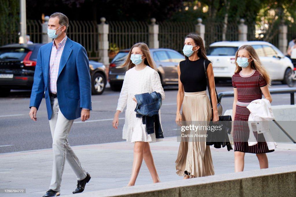 Spanish Royals Attend 'Teatros Del Canal' In Madrid : Foto di attualità
