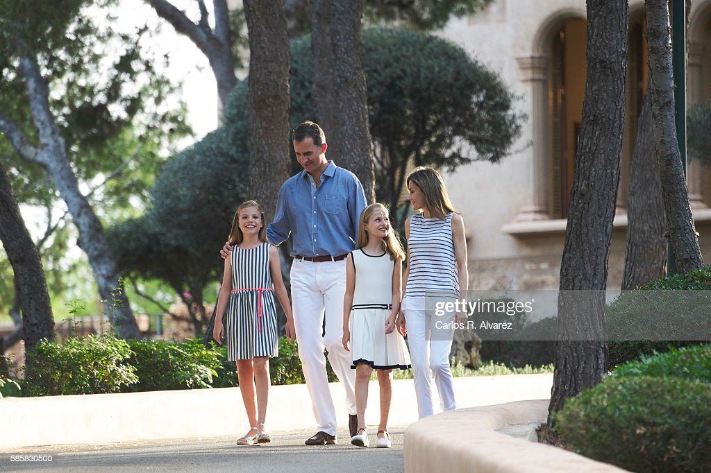 Spanish Royals Pose At Marivent Palace : News Photo