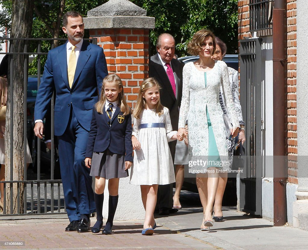 King Felipe VI of Spain (L), Queen Letizia of Spain (2R), Queen Sofia (R) and Princess Sofia of Spain (3L) attend the First Communion of Princess Leonor of Spain (2L) on May 20, 2015 in Madrid, Spain.