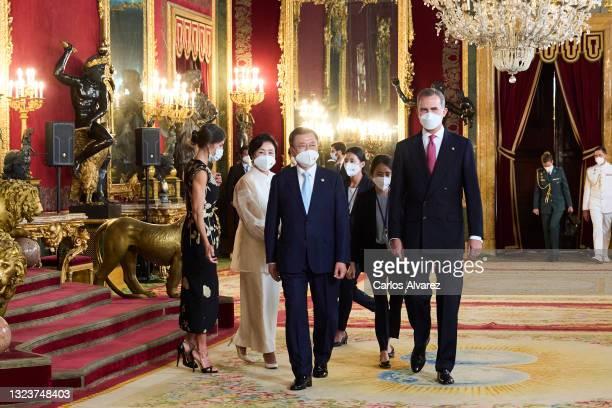 King Felipe VI of Spain , Queen Letizia of Spain , South Korean President Moon Jae-in and Korean first lady Kim Jung-sook attend a State Dinner...