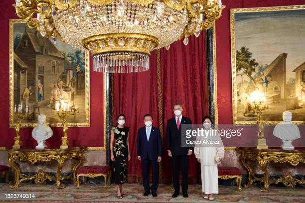 King Felipe VI of Spain , Queen Letizia of Spain , South Korean President Moon Jae-in and Korean first lady Kim Jung-sook pose for the photographers...