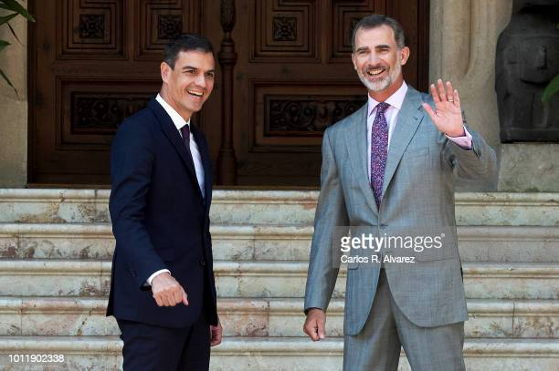 Prime minister Pedro Sanchez arrives at Marivent Palace on August 6 2018 in Palma de Mallorca Spain