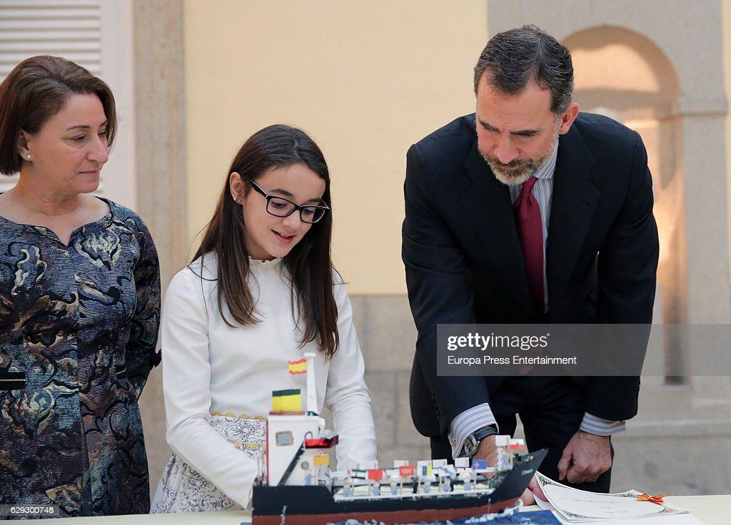 King Felipe VI Of Spain Receives 'Que Es Un Rey Para Ti' Competition Winners : Nachrichtenfoto
