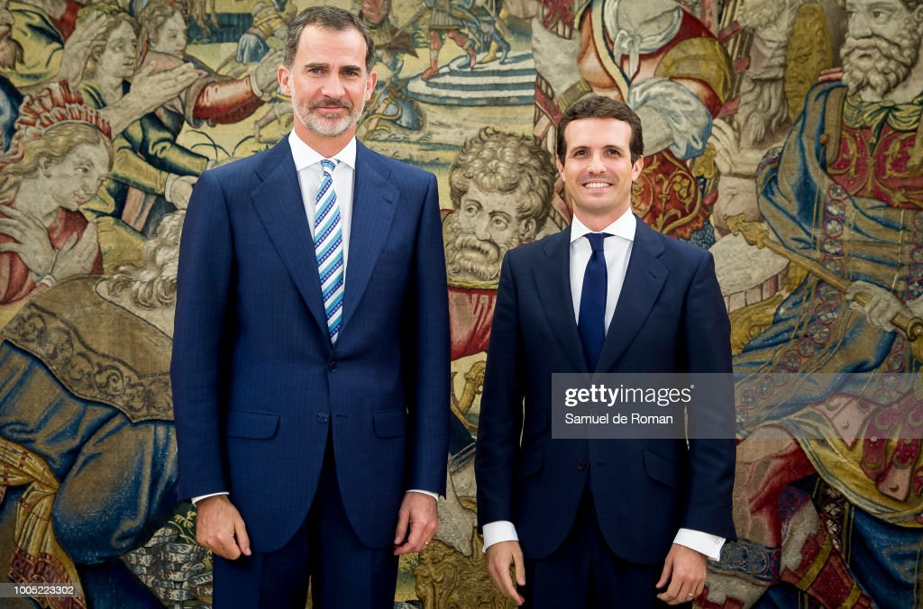 ¿Cuánto mide Pablo Casado?  - Estatura real: 1,77 King-felipe-vi-of-spain-receives-the-new-president-of-the-popular-picture-id1005223302