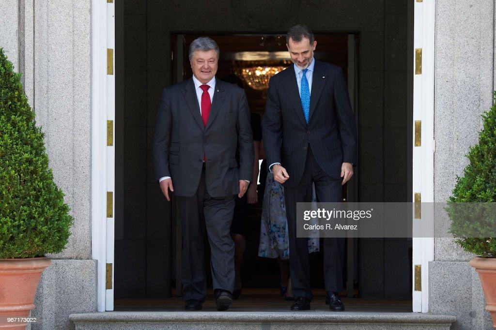 King Felipe VI of Spain (R) receives Ukrainian President Petro Poroshenko (L) at the Zarzuela Palace on June 04, 2018 in Madrid, Spain.