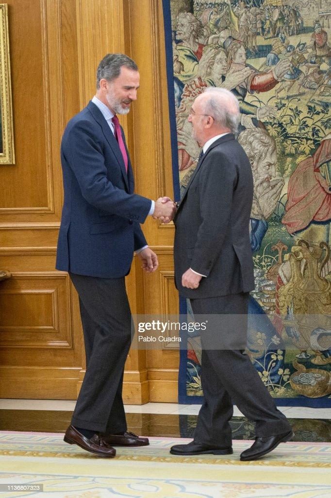 King Felipe Of Spain Receives Santiago Muñoz Machado, Director Of The RAE Academy : Nachrichtenfoto