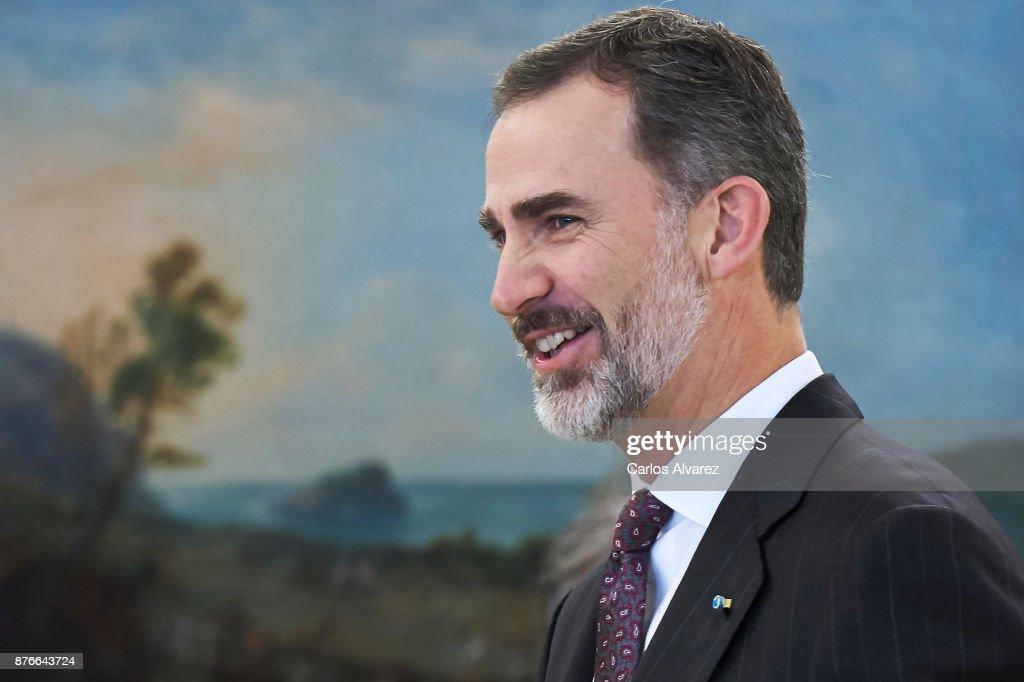 King Felipe Of Spain Meets Mahmoud Abbas : Nieuwsfoto's