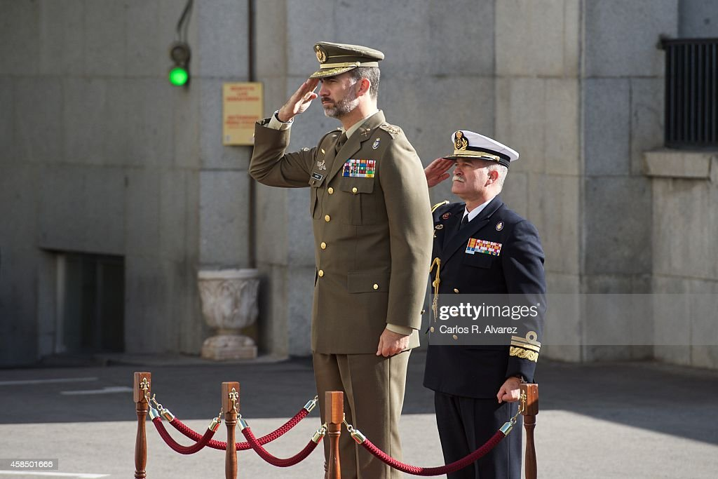 King Felipe VI of Spain (L) visits the General Staff of Defence on November 6, 2014 in Madrid, Spain.