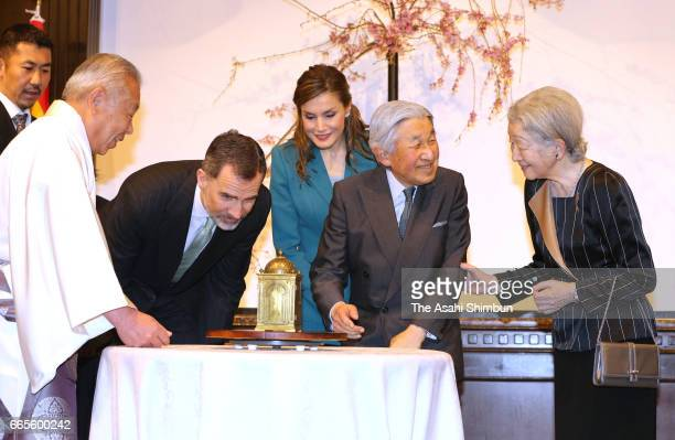 King Felipe VI Queen Letizia Emperor Akihito and Empress Michiko watch the clock which was presented by King Felipe III of Spain to warlord Tokugawa...