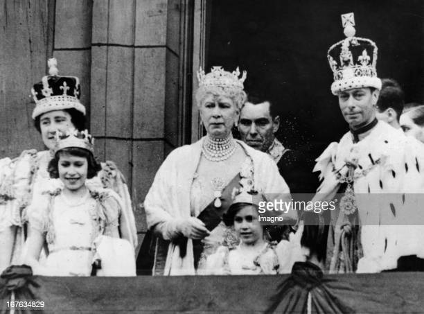 King Georg VI. Of England with his wife Elizabeth, princesses Elizabeth and Margaret and kingmother Mary. Photograph. 1937. König George VI. Von...