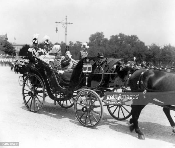 King George V and Kaiser Wilhelm II driving in Berlin