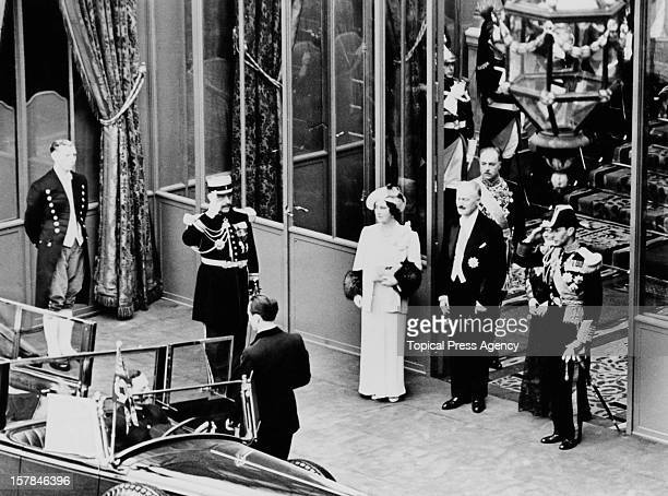 King George VI and Queen Elizabeth leave the Elysee Palace during their State Visit to Paris France July 1938 Between them is French President Albert...