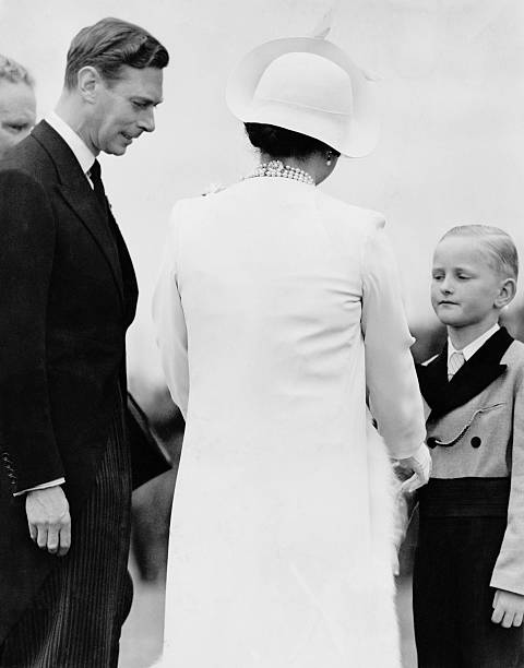Queen's White Wardrobe