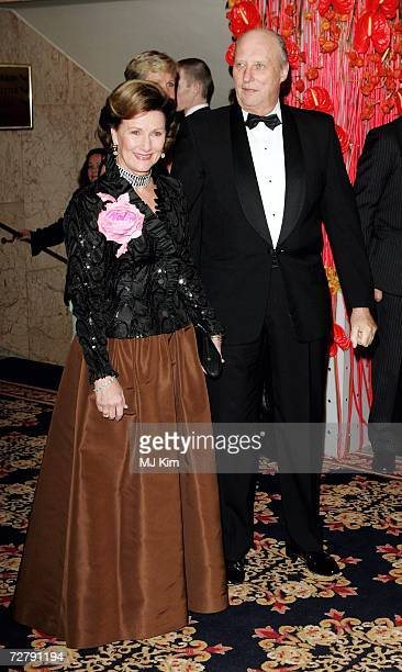 King Harald and Queen Sonja of Norway attend the Nobel Committee Banquet at the Grand Hotel during the Nobel Peace Prize 2006 Ceremony on December 10...