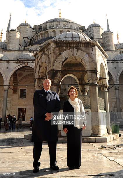 King Harald and Queen Sonja of Norway pose as they visit the Blue Mosque on November 7 2013 in Istanbul during their threeday official visit to...