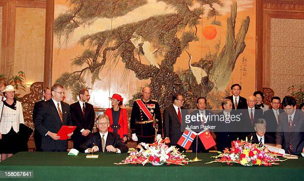 King Harald And Queen Sonja Of Norway State Visit To China President Jiang Zemin Receives The King Queen At An Official Ceremony Inside The Peoples...