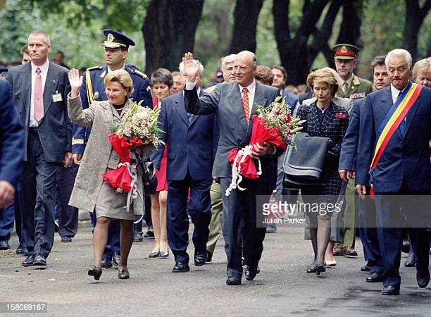 King Harald, And Queen Sonja Of Norway, State Visit To Romania, Walkabout In Pascani In The Province Of Moldavia.