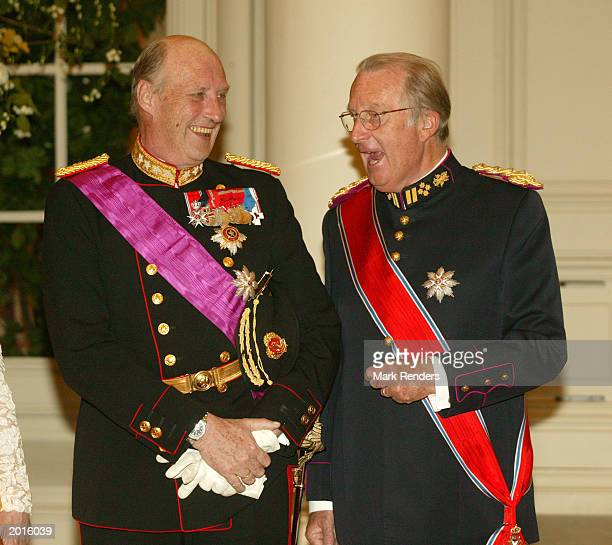 King Harald from Norway and King Albert from Belgium pose for a photo May 20 2003 in Brussels Belgium King Harald and Queen Sonja from Norway are in...