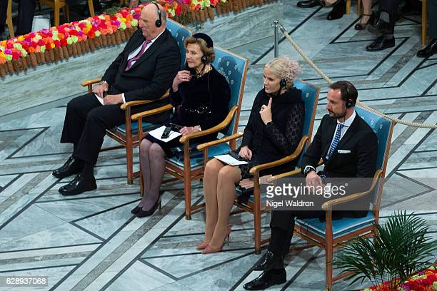 King Harald of Norway, Queen Sonja of Norway, Crown Princess Mette Marit of Norway and Crown Prince Haakon of Norway watch as President Juan Manuel...