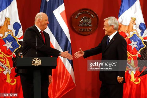 King Harald V of Norway and President of Chile Sebastian Piñera shakes hands during a press conference at La Moneda Palace during Day 2 of the visit...